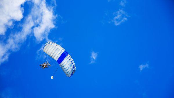 Sauter en parachute est-il un sport dangereux ?