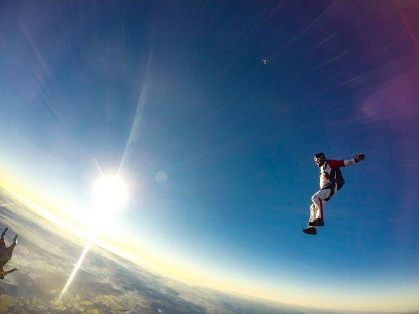 En quelle saison sauter en parachute ?