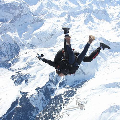 Sautez d'un avion lors de votre baptême de saut en parachute à Courchevel