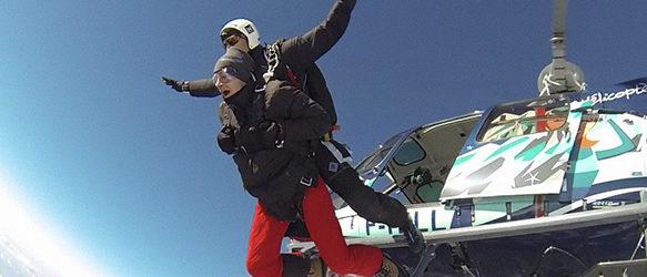 Saut-en-parachute-en-tandem-depuis-un-helicoptere-Courchevel
