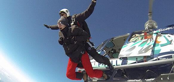 Sauter en parachute depuis un hélicoptère à Courchevel