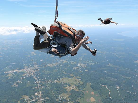 Sautez en parachute au-dessus de la Dordogne à Périgueux