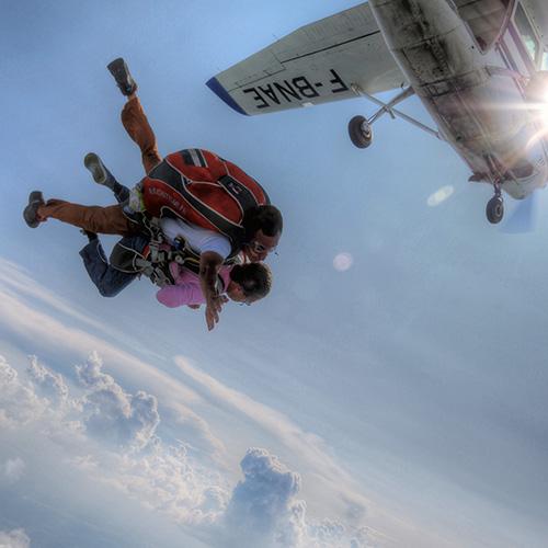 Sautez en parachute en tandem